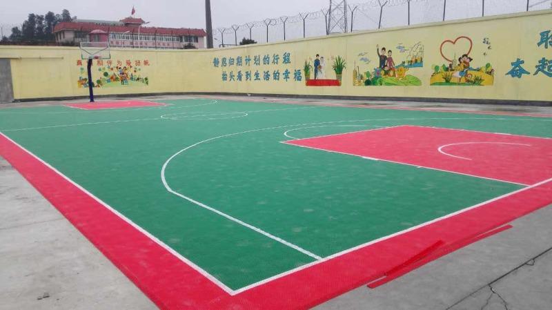 贵州省凯里市某kanshou所te疗zhong心篮球场拼装地板